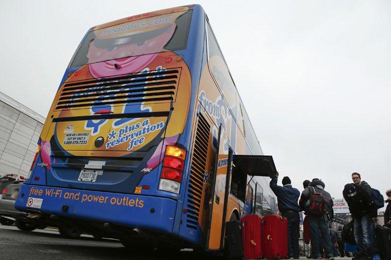 美國廉價長途巴士公司Megabus。 圖/路透社