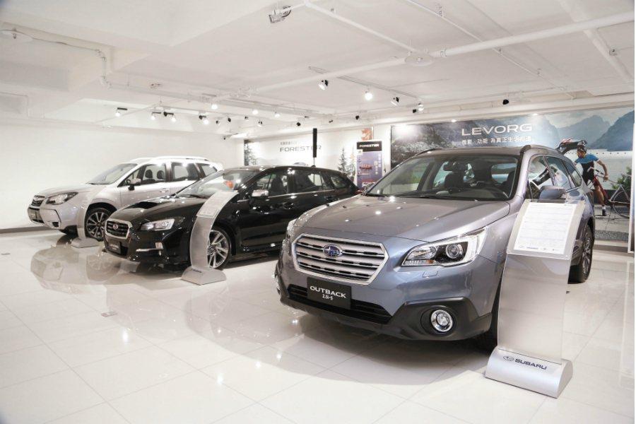 桃園南崁展示中心簡潔明亮,提供舒適的賞車空間。 Subaru 提供