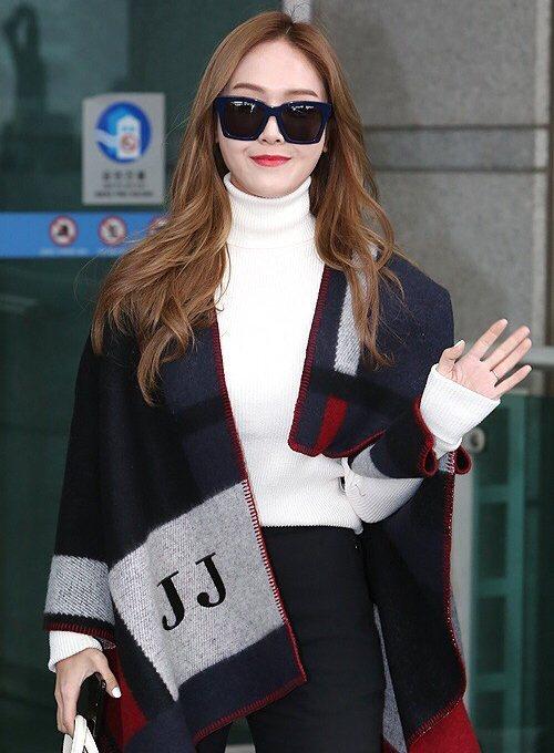 韓國時尚女星Jessica即將抵台 力挺Dior全新漆光唇釉。圖/迪奧提供