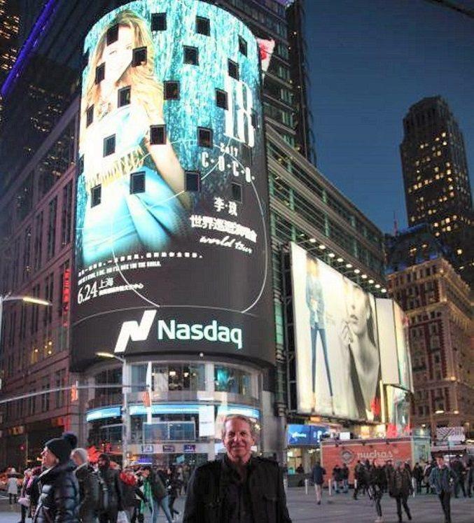 CoCo世界巡迴演唱會海報,登紐約時代廣場。圖/ Timeless Treasu...