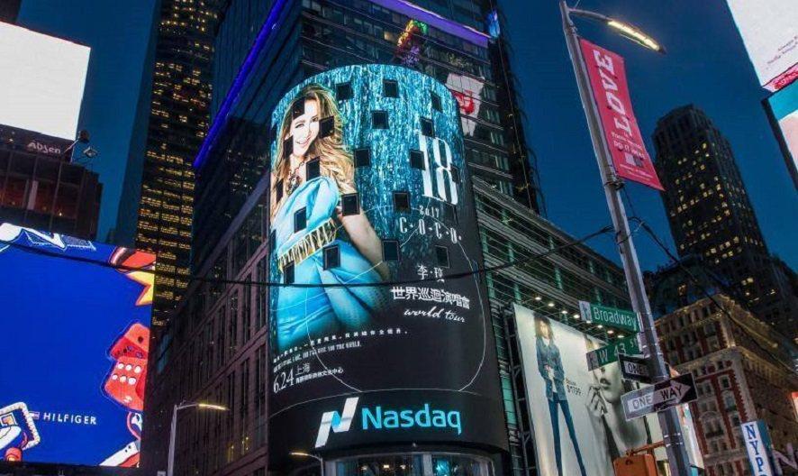 CoCo世界巡迴演唱會海報,登紐約時代廣場。圖/ 截自Coco 歌迷臉書粉絲團