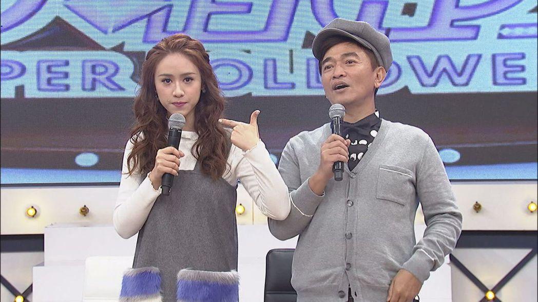 吳姍儒(左)吐槽老爸吳宗憲,最不愛對腳本。圖/中天提供