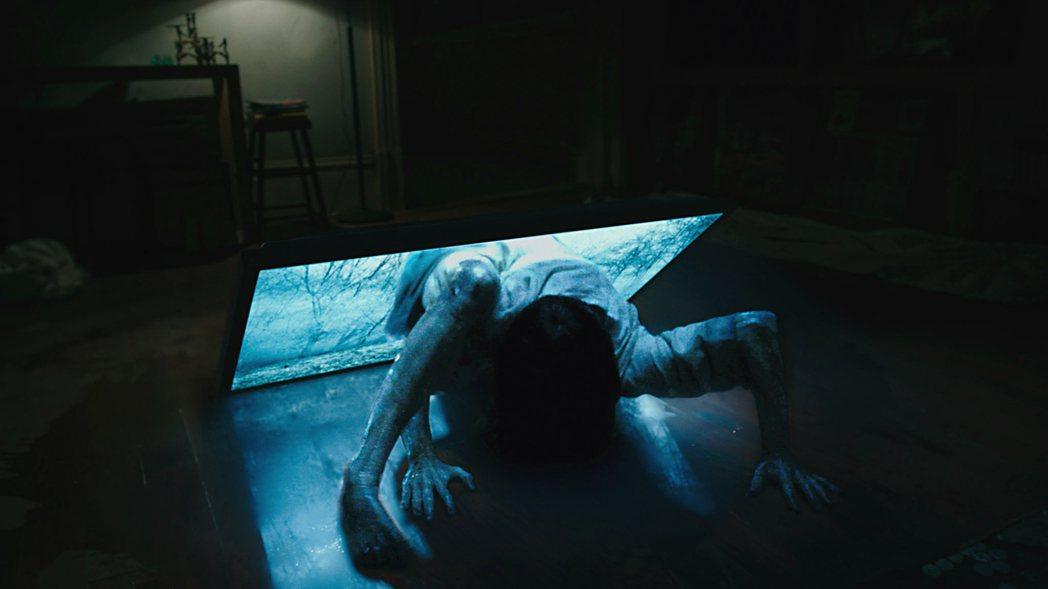 科技日新月異,新片「七夜怪譚」裡的女鬼惡靈薩瑪拉也跟著越來越強大。圖/UIP提供