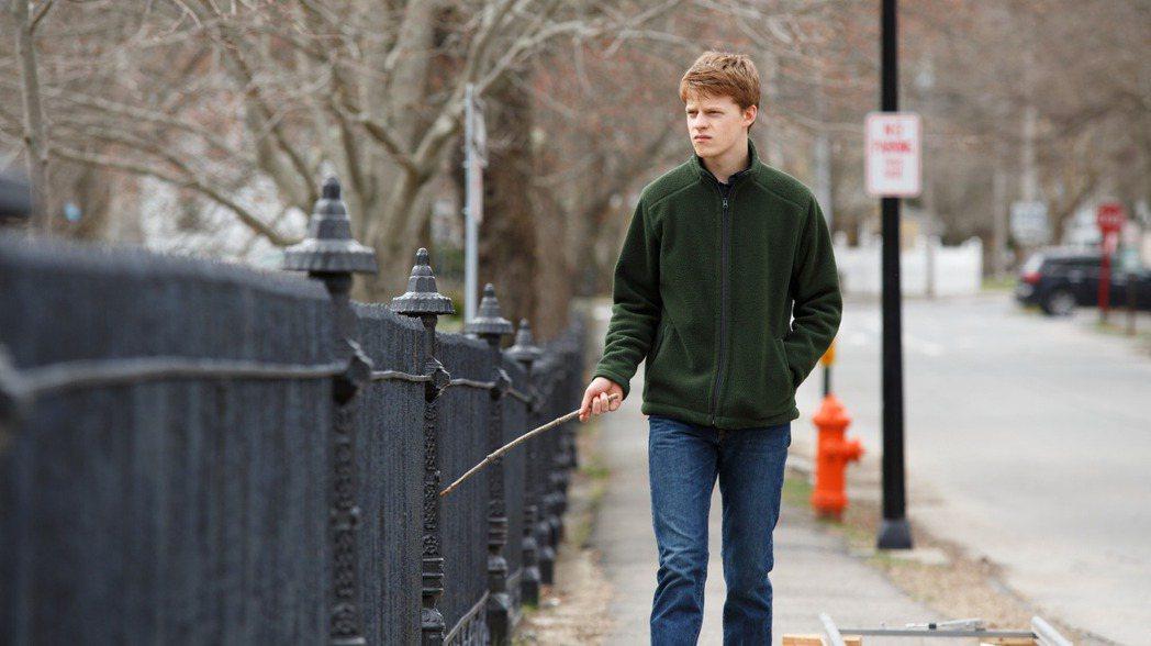年輕男星盧卡斯海吉斯在新片「海邊的曼徹斯特」飾演男主角凱西艾佛列克的侄子,精湛演