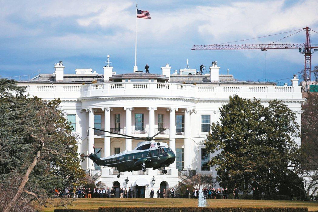 川普入主白宮以來走得跌跌撞撞。川普才上任不到一個月,政府就已接連遭遇危機,運作幾...