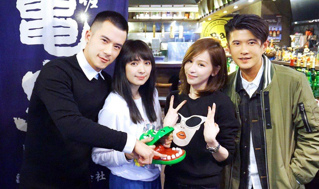 「JR」紀言愷(左起)、阿喜、王心凌、顏永烈日前出席所屬的天晴音樂有限公司春酒。...