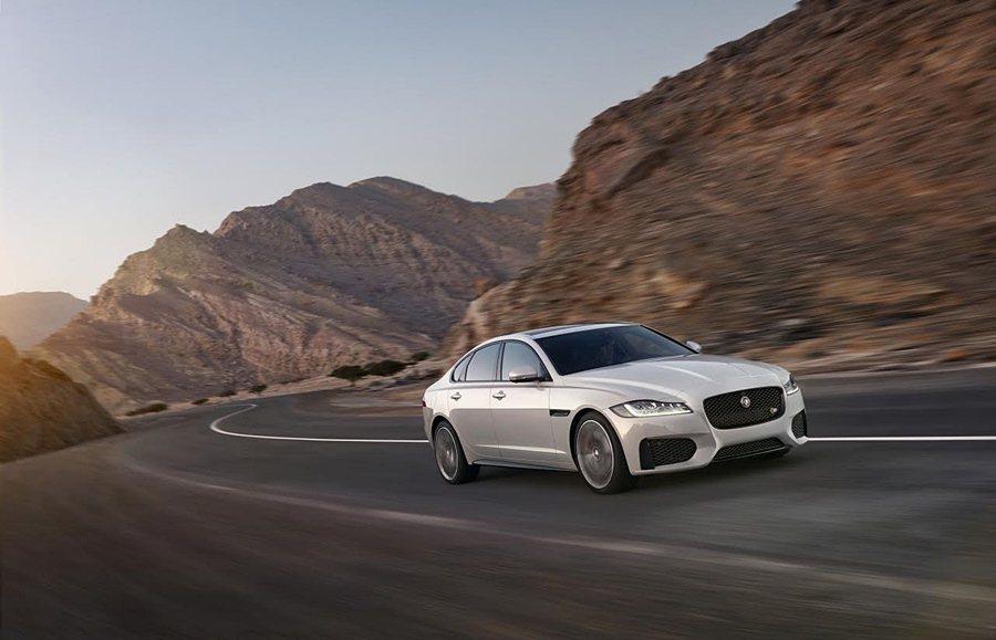 Jaguar XF車系全新17年式指定車款即日起提供150萬60期0利率優購方案,免費升級全景式電動天窗並加贈一年乙式全險。 Jaguar Land Rover提供
