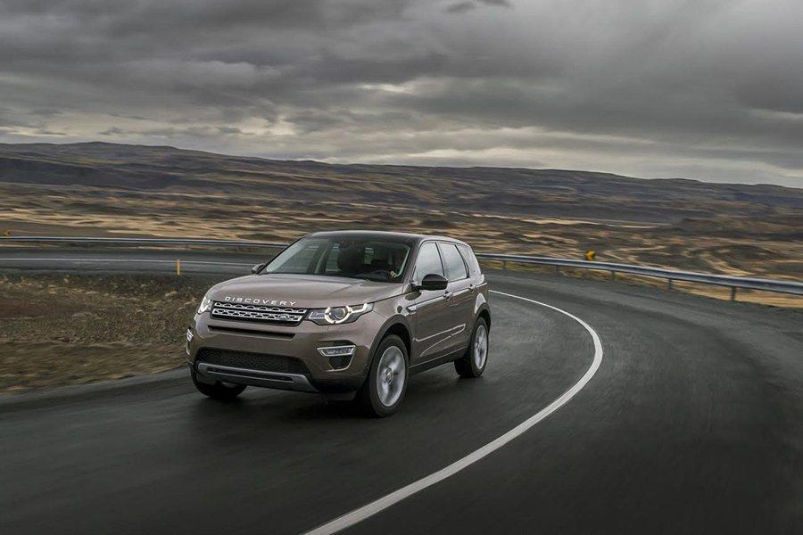 Land Rover Discovery Sport車系全新17年式指定車款,即日起提供150萬50期0利率優購方案,加贈原廠整合式中文衛星導航系統。 Jaguar Land Rover提供