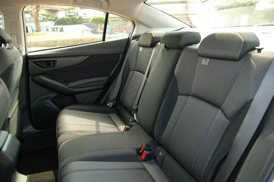 後座安全配備良好,並具有 ISO-FIX 兒童安全座椅扣、後門安全鎖等配置,唯獨可惜沒有後座出風口。 記者林鼎智/攝影