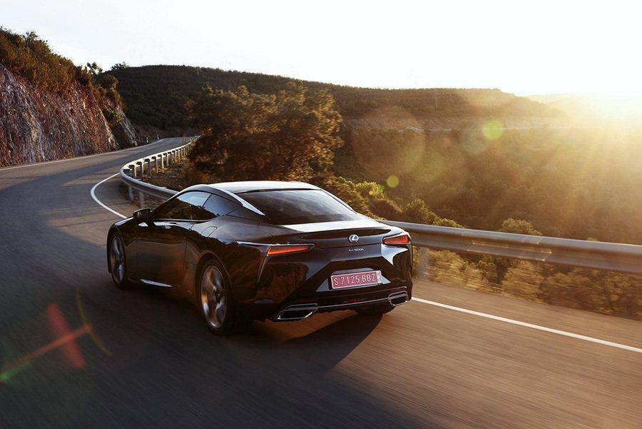 Lexus提供
