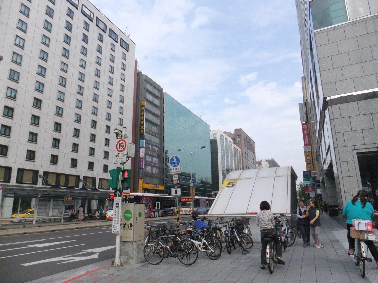 實價統計顯示,北市市中心蛋黃區房價再創新低。記者游智文/攝影