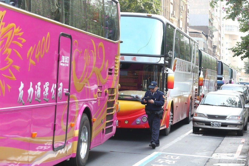 友力司機到交通部抗議。記者曾吉松/攝影