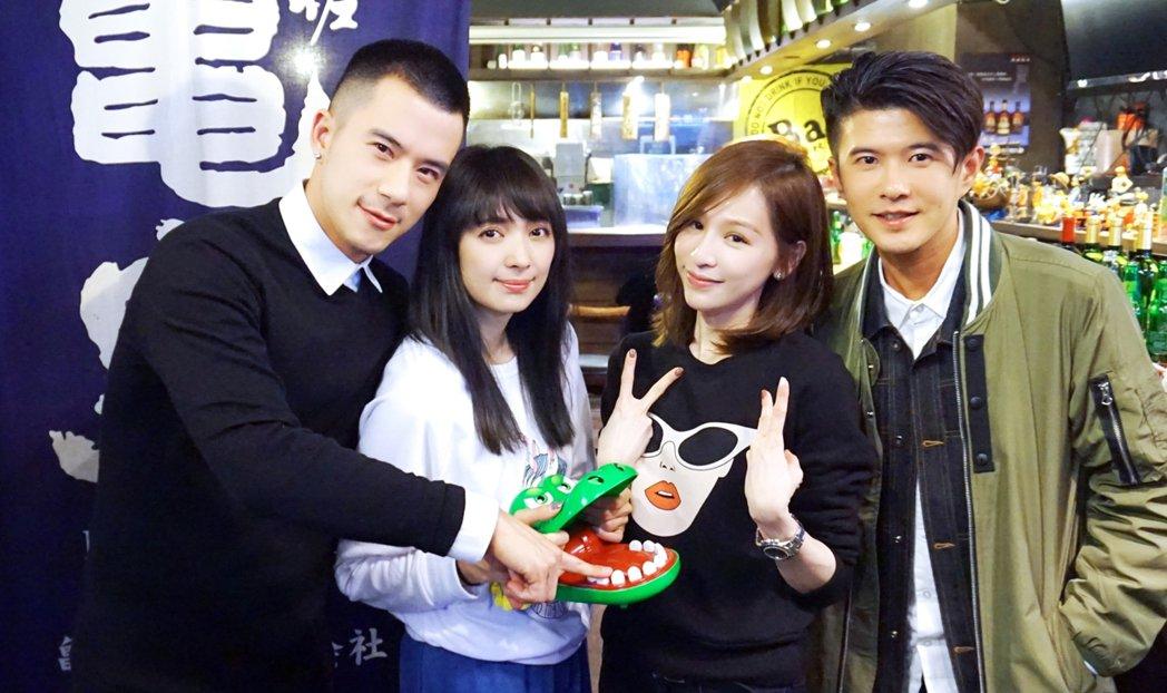 JR(左起)、阿喜、王心凌、顏永烈開心出席公司春酒。圖/天晴音樂提供