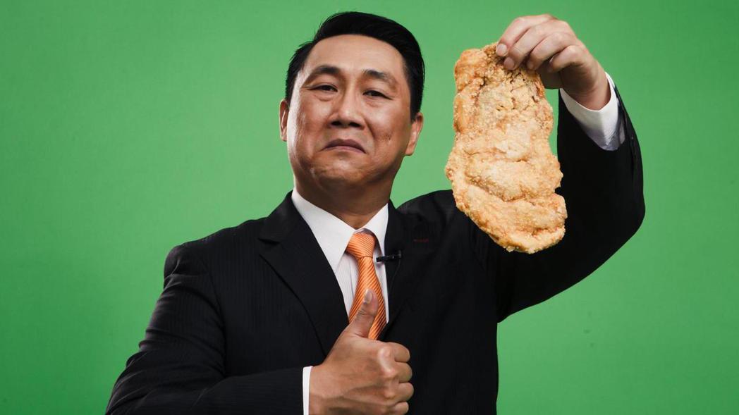 薛志正現改名叫「薛子騛」,現經營「比臉大雞排」近一年了。圖/取自比臉大官網