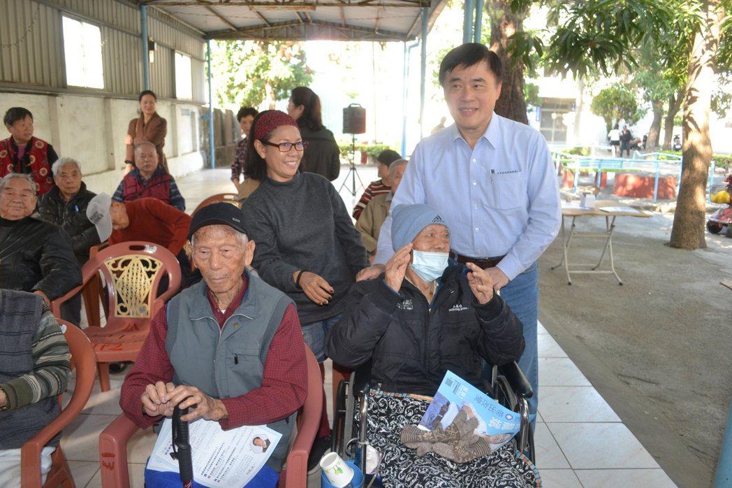 國民黨副主席郝龍斌參選黨主席,今天到台南市拜訪黨員,爭取支持。記者鄭惠仁/攝影