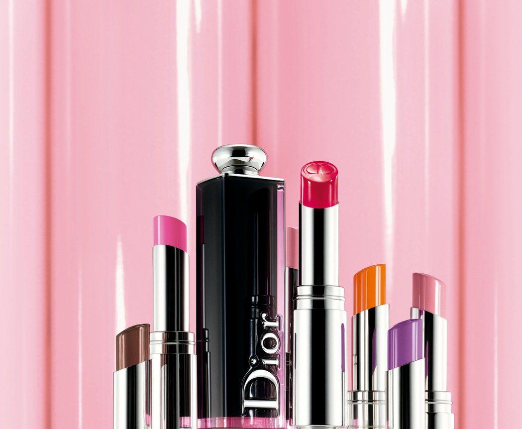 迪奧癮誘超模漆光唇釉強調高飽和、零色差、超滑順。圖/迪奧提供