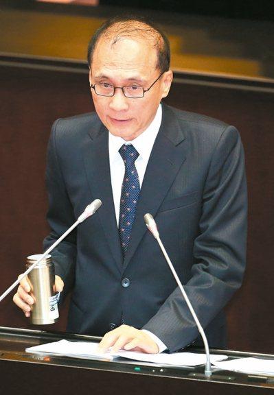 行政院長林全昨在立法院答詢表示,綜所稅與營所稅邊際稅率差距太大,造成租稅扭曲,未...