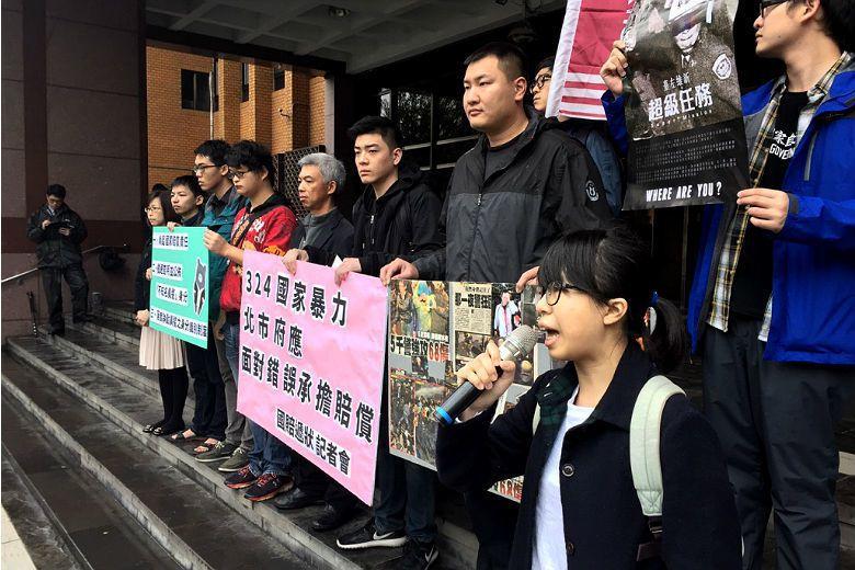 2014年3月24日凌晨,在行政院強制驅離反服貿靜坐民眾的員警,至今仍在「協尋」...
