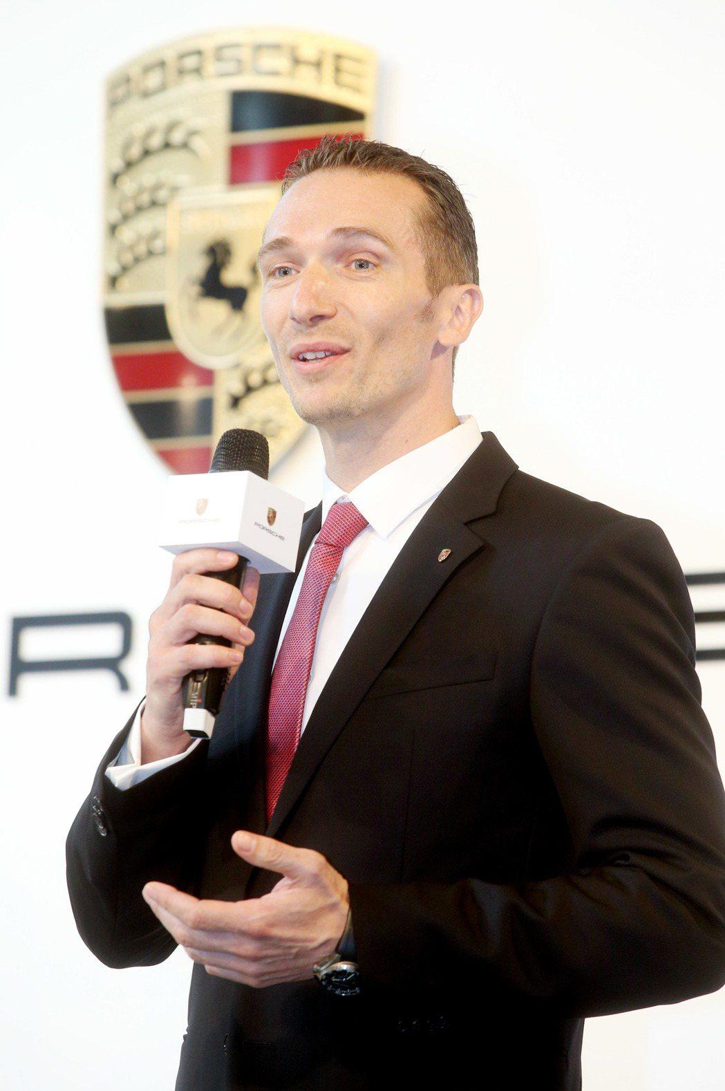 德國保時捷公司昨天舉行記者會,正式宣布與永業進口公司共同成立合資公司「保時捷台灣有限公司」,被任命為保時捷台灣有限公司總裁的Martin Limpert出席記者會。記者屠惠剛/攝影