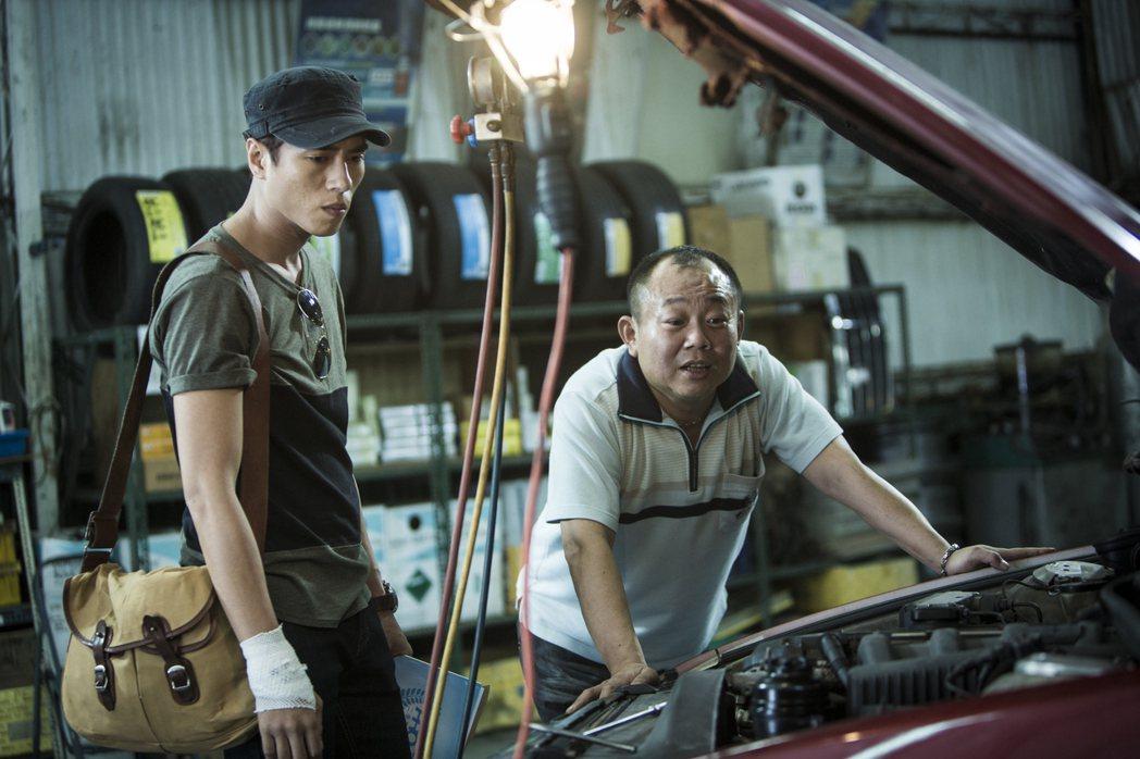 莊凱勛(左)因拍「目擊者」,回憶其撞車經驗。圖/穀得提供