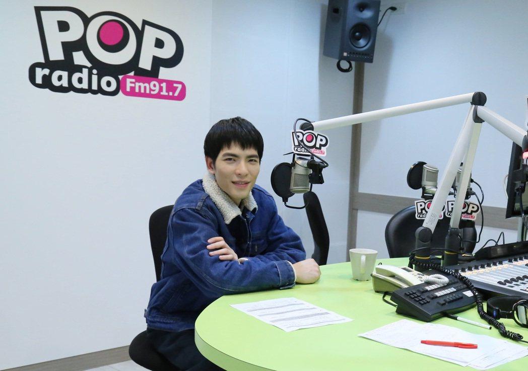 蕭敬騰上電台受訪聊被人說裝熟的往事。圖/POP Radio提供