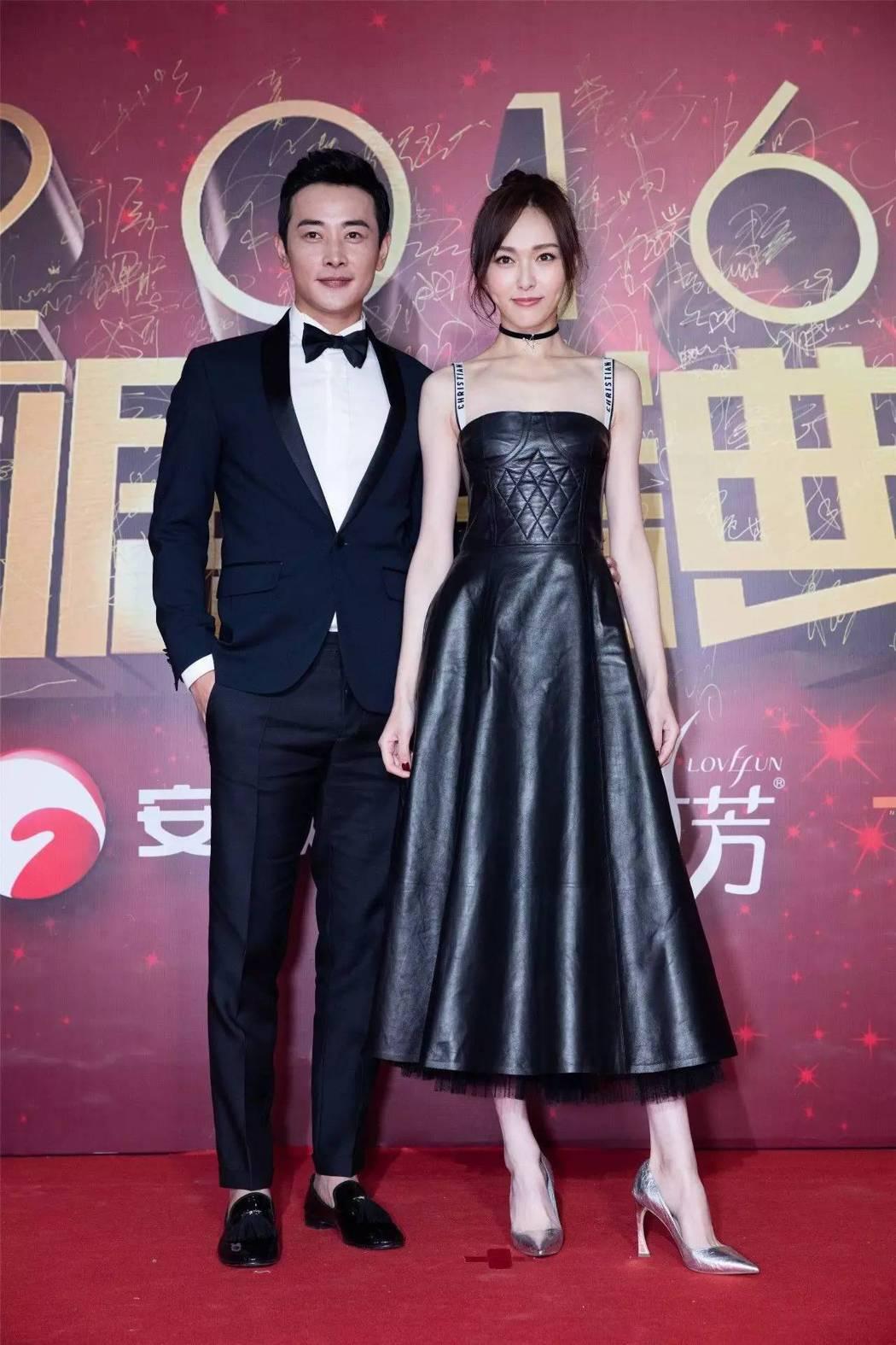 唐嫣和羅晉認愛後,穿上Dior皮裙同框閃愛。圖/取自微博