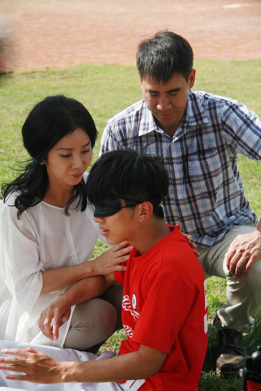 翁家明、陳美鳳在「媽,告訴我哪裡有光」戲中飾演一對夫妻。圖/公視提供