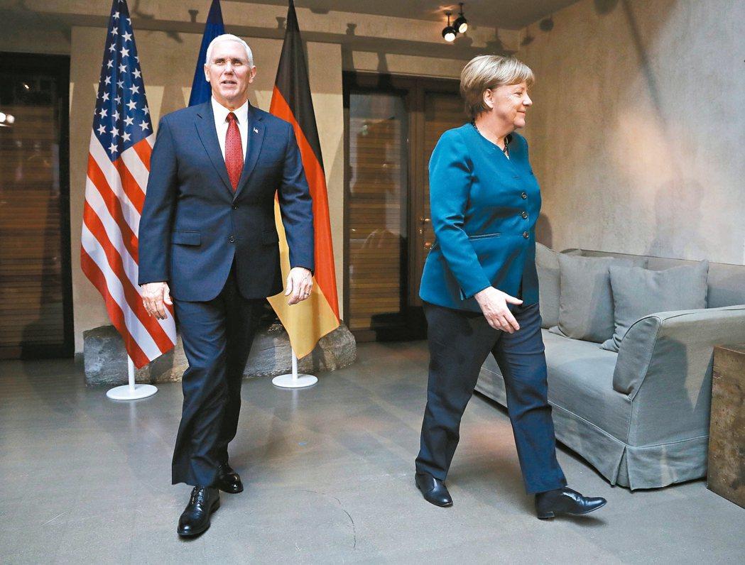 美國副總統潘斯(左)十八日出席慕尼黑安全會議,與德國總理梅克爾雙邊會談。 美聯社