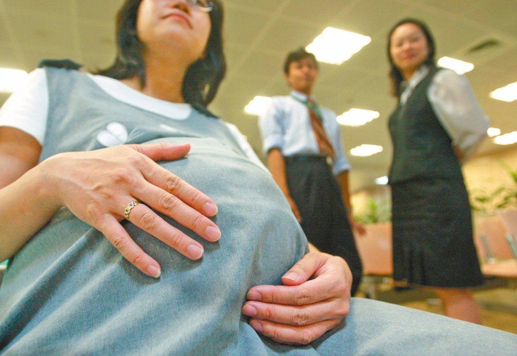 國內代理孕母立法討論逾廿年,因子宮問題無法懷孕的不孕夫婦期望加快立法腳步。圖中人...