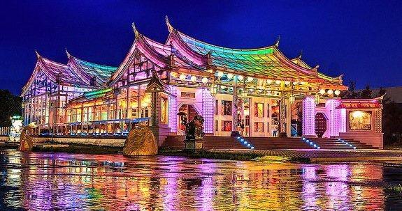 台灣玻璃館透過與國內旅行團合作,吸引穩定且大量的來客數,拿下2016年度觀光工廠...