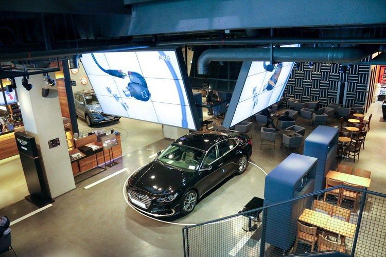 把咖啡廳結合汽車展間是現代汽車最新嘗試之一。 記者史榮恩/攝影