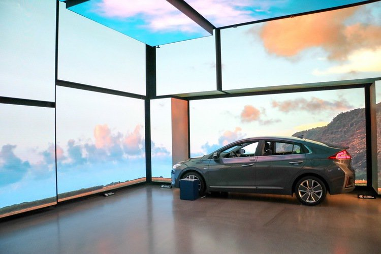 IONIQ系列在Starfieldd購物中心的現代汽車Motorstudio以創意方式呈現。 記者史榮恩/攝影