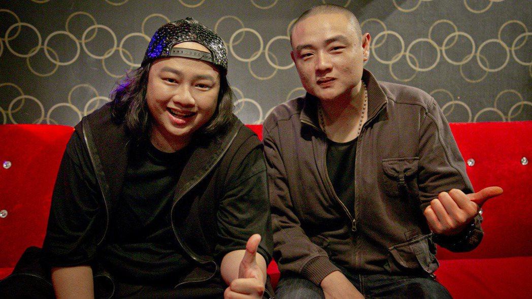 賴銘偉(左)和弟弟。圖/星耀藝能提供