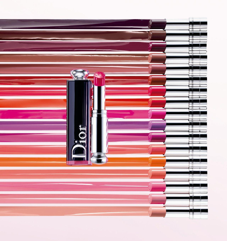 全新「癮誘超模漆光唇釉」共分為粉彩、霓虹、經典以及狂熱四個潮流色系,多達18款色...