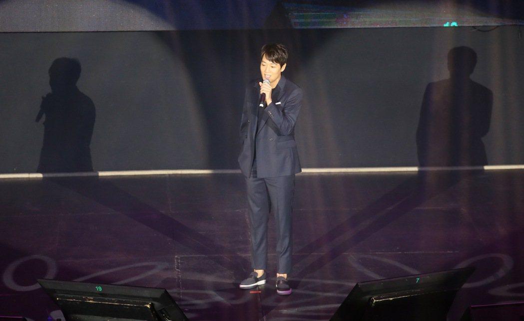 韓星金來沅來台會粉絲,一開場便唱歌來取悅粉絲。記者許正宏/攝影