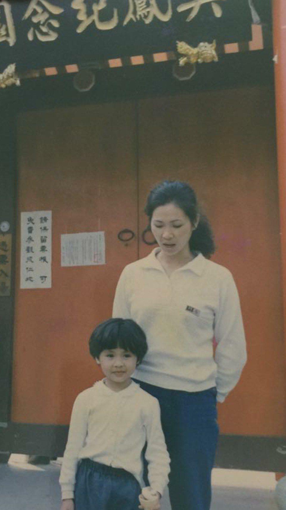 吳淑敏、媽媽母女情深,小時候就是媽媽帶著她到處跑場演唱。圖/摘自吳淑敏臉書