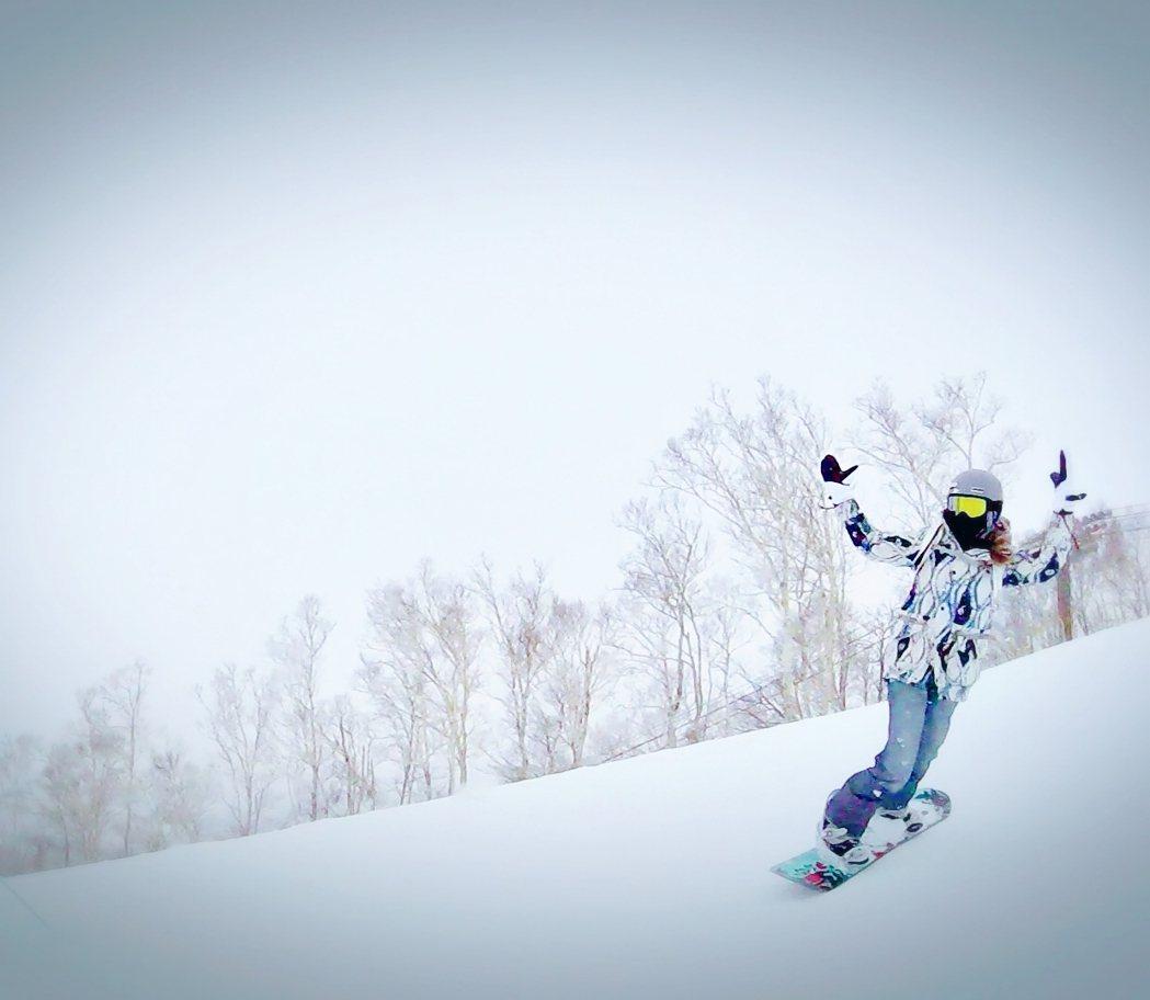 袁詠琳滑雪英姿。圖/杰威爾提供