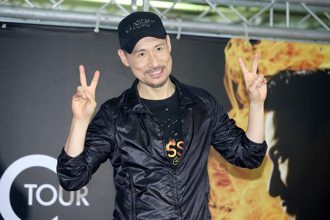 「歌神」張學友19日晚間唱完在台北小巨蛋的第六場演唱會,他在慶功記者會上表示很享...