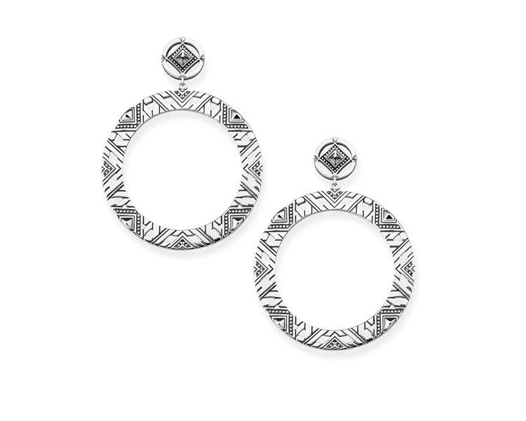 純銀編織圓型耳環,8,980元。圖/THOMAS SABO提供