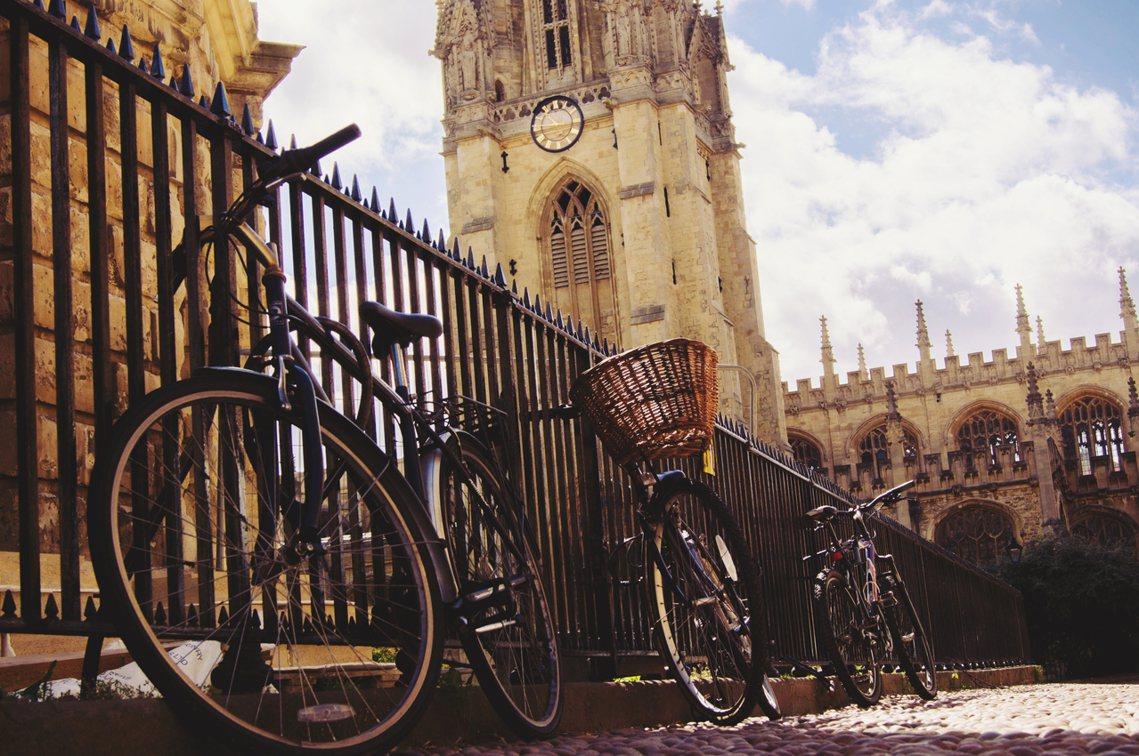 創校700年首次:牛津大學擬開海外分校。 圖/Shutterstock