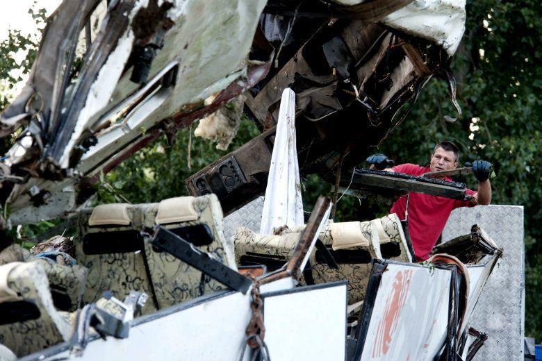 2013年義大利發生遊覽車從25公尺高的高架橋翻落。 圖/美聯社