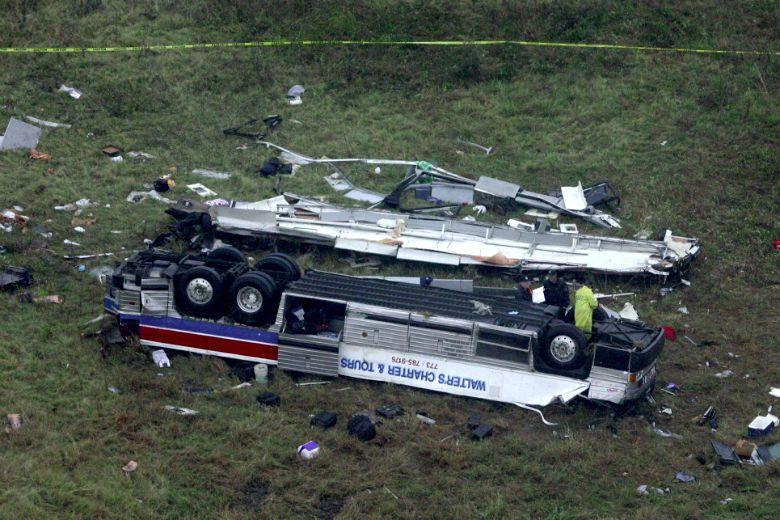 2004年發生於美國阿肯色州55號州際公路交流道的重大車禍。 圖/美聯社