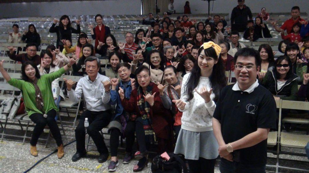 電影「愛情線索」導演陽靖、女主角Kitty等人到嘉義女中辦分享會。記者王慧瑛/攝...