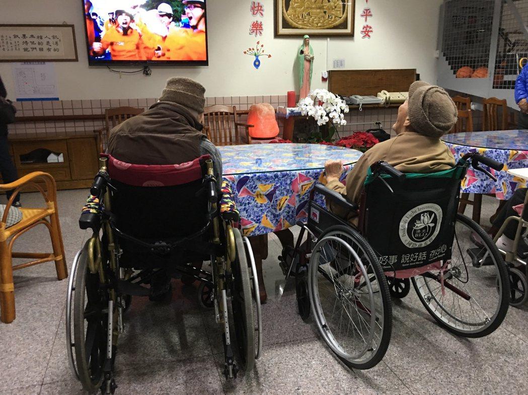 為了維持失能長輩的住宿品質,衛福部要求住宿型機構未來只能由財團法人或社團法人設立...