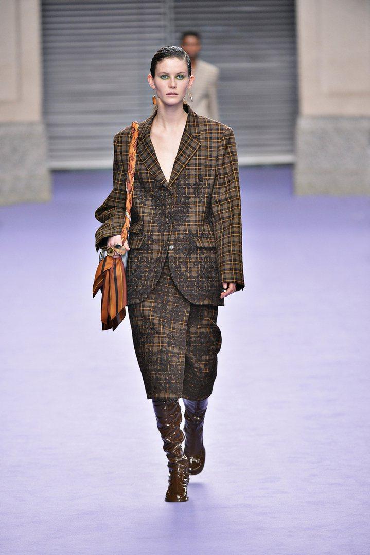 Mulberry秋冬以格紋作為主要的設計元素,oversize、寬鬆的線條呈現現...