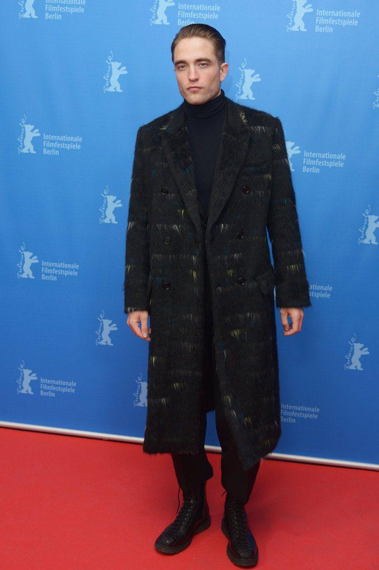 「吸血鬼」羅伯派汀森以一身黑勁裝現身柏林電影首映會紅毯。圖/Dior Homme...
