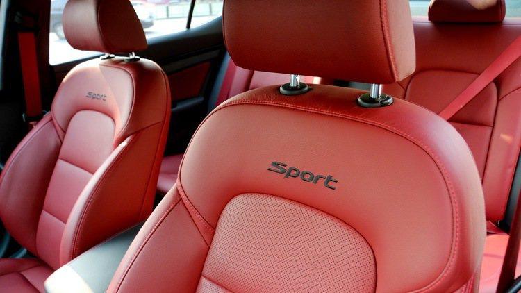 紅色座椅是Elantra Sport內裝最搶眼的部分。 記者史榮恩/攝影