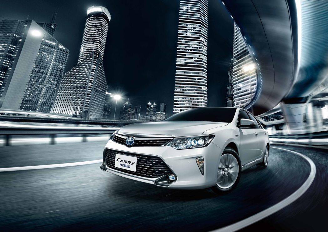 TOYOTA Camry Hybrid是目前國產唯一的油電車款。 圖/和泰汽車提...