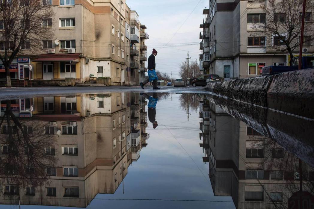 羅馬尼亞是從2005年越過3,976美元的關卡,迄今仍難以突破12,275美元的...