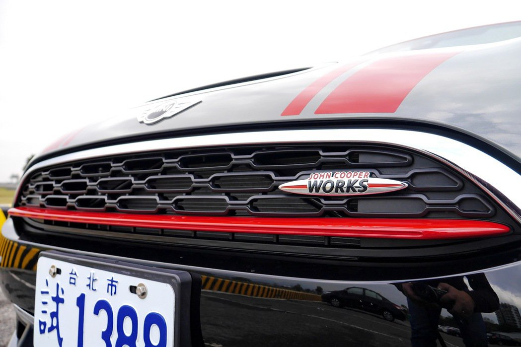 MINI專屬賽車品牌JOHN COOPER WORKS,傳承自1960年代的輝煌...